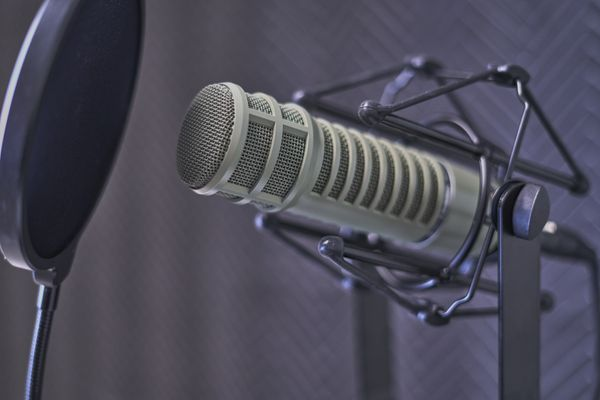 Podcast Hosting Reviews: Simplecast vs. Libsyn